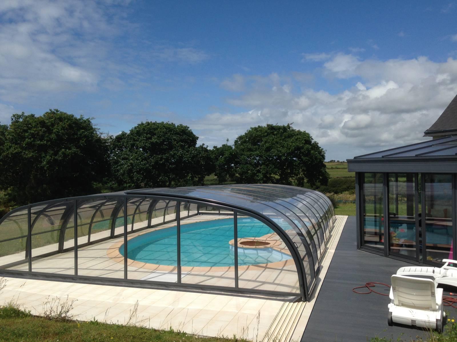 Abri de piscine abrinoval vente de mat riel de piscine for Materiel de piscine