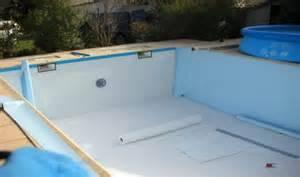 Rev tement pour piscine dans les bouches du rh ne et le for Accessoire piscine var
