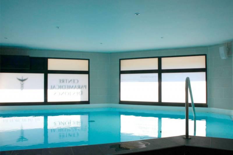 Centre paramedicale et balneotherapie marseille 13008 les for Accessoire piscine ales